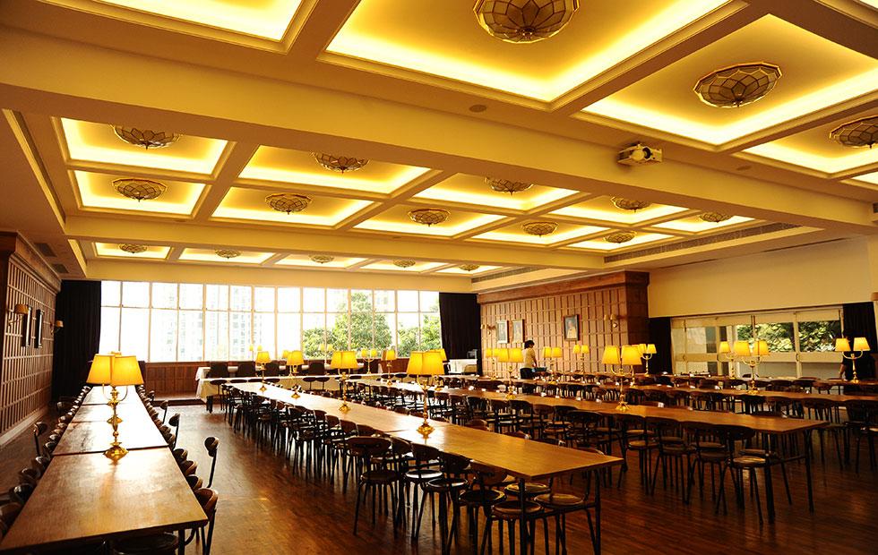 Slider Hong Kong University Restaurant, Celling Illuminated by LED Strips, Innermost