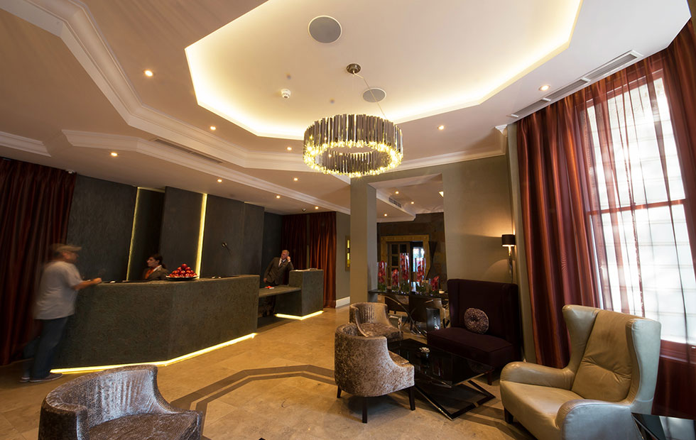 Slider Facet, Filling up the Lobby Area in the South Kensington Hotel London, UK
