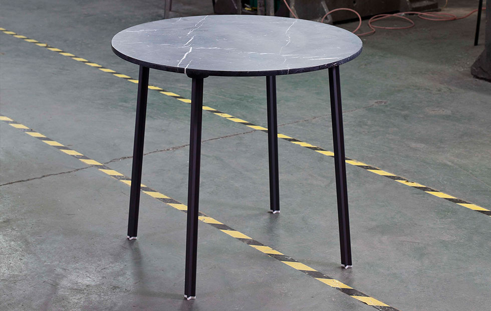 Slider Innermost 4a Table in Black