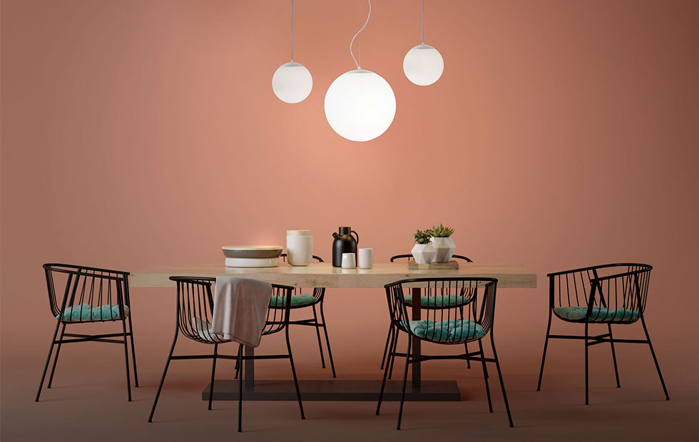 drop pendant light above a dinner table